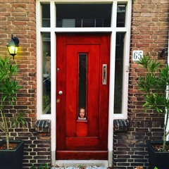 Emmeline in door